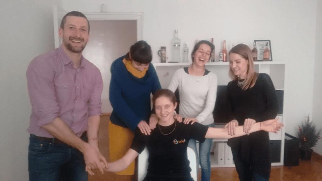 на Xplora прави масаж изненада на масажистката Любка